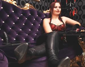 Free bondage camsex with QueenOphelia