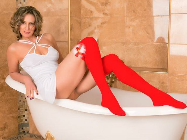 videochat live with HornyLadySquirt and watch her wet the bed when she cums